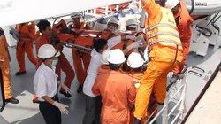 Cứu ngư dân bị đứt lìa bàn chân trên biển Hoàng Sa