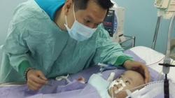 Hậu phẫu tách cặp song sinh Long - Phụng: Phi Long đã biết ngước nhìn