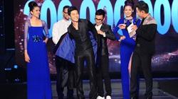 Nathan Lee thay áo trên sân khấu, tặng HH Ngọc Hân cả trăm triệu đồng
