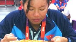 Phải ăn hàng chục con tôm mỗi bữa, nữ kình ngư Ánh Viên vừa ăn vừa khóc