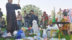 Dựng đàn cúng tế tìm thi thể nạn nhân TMV Cát Tường