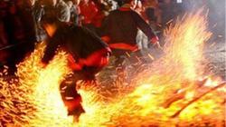 """Người Pà Thẻn """"nhảy lửa"""""""