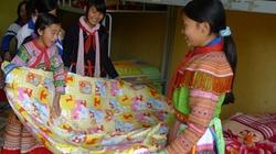 Gần 2.000 tấm chăn mùa đông cho học sinh nội trú