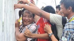 Chùm ảnh dân Myanmar đổ xô xếp hàng mua vé bóng đá
