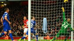 Sau M.U, đến lượt Arsenal ngậm đắng trước Everton
