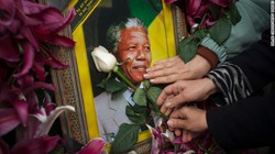 Tổ chức viếng huyền thoại Nelson Mandela tại Hà Nội