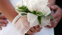 Viết về tình yêu, rinh ngay váy cưới sang trọng