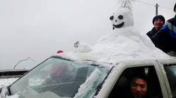 Lái xe nên làm gì khi di chuyển trong điều kiện mưa tuyết?