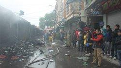 Hà Nội: Chợ Nhà Xanh cháy lớn giữa trời mưa rét