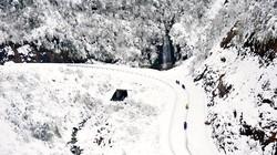 Tuyết rơi, học sinh cao nguyên đá Đồng Văn được nghỉ học