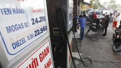 Giá xăng tăng đột ngột: Dân và chuyên gia bức xúc
