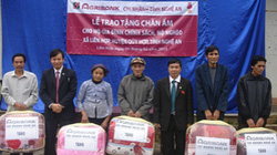 Agribank Nghệ An tặng  nhà văn hóa cho bản nghèo