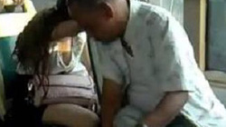 Gã bệnh hoạn cắt váy nữ sinh, thản nhiên khoe chiến tích