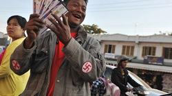 Dân Myanmar và xếp hàng mua vé trận tranh... HCĐ