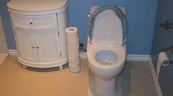 Vợ chồng đoàn tụ vì lời hứa xây... nhà vệ sinh