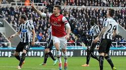 Giroud giúp Arsenal vô địch lượt đi Premier League