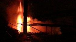 Kho chứa gỗ trong khu công nghiệp bị thiêu rụi