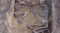 Phát hiện bộ xương nam nữ 3.500 tuổi trong tư thế nắm tay