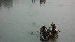Một phụ nữ đi đánh cá, rơi xuống sông mất tích