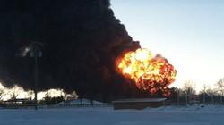 Mỹ: Tàu chở dầu trật bánh gây cháy nổ kinh hoàng