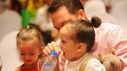 Cận cảnh hai con sinh đôi cực đáng yêu của diva Hồng Nhung