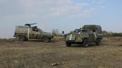"""Ukraine chế xe vũ trang """"Bọ cạp"""" chống pháo """"Mưa đá"""" phe nổi dậy"""