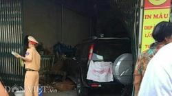 Quảng Ninh: Xe biển xanh đâm chết người rồi lao vào trong nhà dân