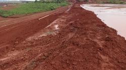 Vỡ đê hồ thải quặng bô xít nhôm Lâm Đồng: 5.000m3 bùn đất đỏ tràn ra ngoài