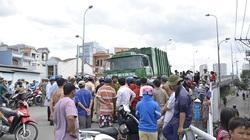 TP.HCM: Xe rác nghiền nát 4 xe máy, giao thông tê liệt
