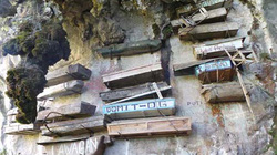 Choáng với khu nghĩa địa trên vách đá tại Philippines