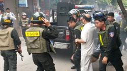Hàng chục chiến sĩ 141 vây bắt kẻ trốn nã trong chung cư ở Hà Nội
