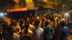Tiểu thương tập trung trong đêm phản đối xây trung tâm thương mại