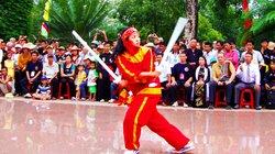 Nữ Đô đốc Bùi Thị Xuân xinh đẹp, giỏi song kiếm