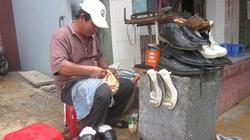 """Nghề sửa giày, dép và những """"cao thủ"""" cắt gọt ra... tiền"""