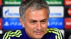 """Mourinho khiến CĐV Chelsea """"chưng hửng"""""""