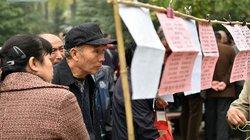 Cha mẹ già Trung Quốc cuồng quẫn tìm vợ, chồng cho con