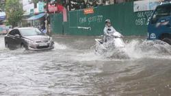 Nghệ An: Mưa lớn kéo dài, nhiều tuyến đường ở Vinh biến thành sông