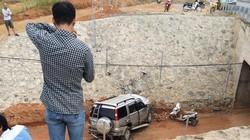 Ford Everest mất lái, lao từ cao tốc Hà Nội-Lào Cai xuống đường hầm dân sinh