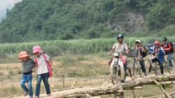 Nghệ An: Người dân nín thở qua cầu