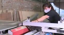 Nữ thủ khoa từng nhận bằng khen của Chủ tịch nước giờ thất nghiệp làm thợ mộc