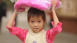 CLIP: Tặng thiết bị y tế, áo ấm, sách vở cho học sinh nghèo Lạng Sơn