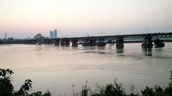 Giữ cầu Long Biên, ưu tiên phương án xây cầu đường sắt mới cách 75m