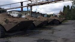 Ukraine chậm cấp vũ khí, quân tình nguyện tích tiền sửa xe chiến đấu
