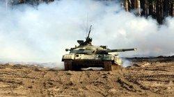 Xem xe tăng hàng khủng Ukraine xoay bệ pháo, nã đạn nổ chát chúa