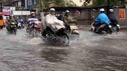 """Cơn mưa lớn nhất 10 năm qua """"nhấn chìm"""" thành phố Bạc Liêu"""