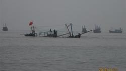 Nghệ An: Tàu cá va vào bãi đá ngầm, 10 ngư dân thoát nạn