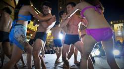 Cuộc thi mặc đồ lót đấu whusu bị la ó vì làm ô uế tinh hoa võ thuật