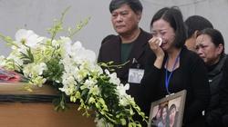 Đẫm nước mắt đón 3 mẹ con tử nạn trong vụ máy bay MH17 rơi ở Ukraine