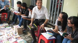 """Chàng trai trẻ mang """"thư viện"""" sách ra phố, dạy kỹ năng sống miễn phí"""