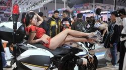 """""""Bỏng mắt"""" với những chân dài tại Triển lãm mô tô Trùng Khánh"""